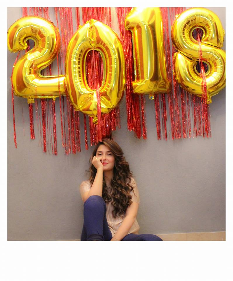 Ayeza Wishing New Year